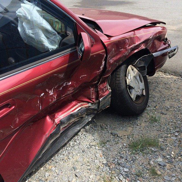 samochody uszkodzone